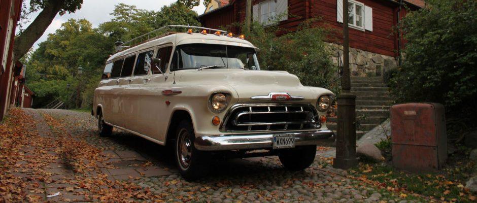 Vår Chevrolet Apache Suburban från 1957 byggdes endast i 13 exemplar. </br>Idag finns det 3 bevarade och vår är den enda i Europa och dessutom den enda i världen som är inredd som en limousin.